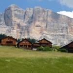 Chalets dans les Dolomites